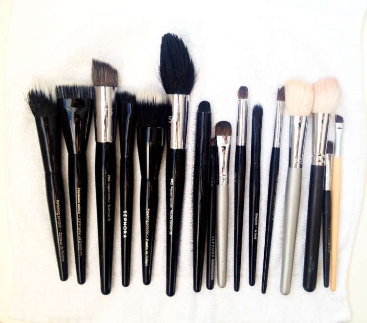 HOW TO PROPERLY CLEAN MAKEUP BRUSHES
